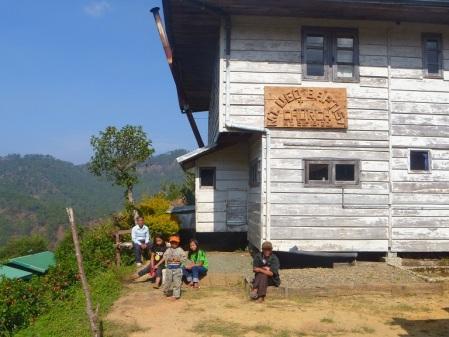 domolpos village entrance
